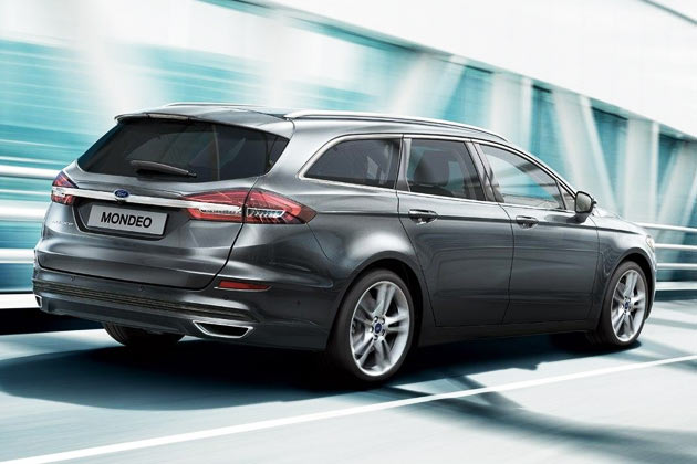 Lilla Ford Mondeo stationcar 2015, side